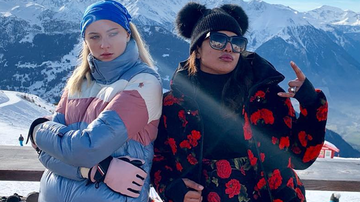 Headlines - Sophie Turner Reveals What Priyanka Chopra Taught Her About Confidence