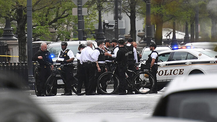 Secret Service Uniformed Division personnel secure the intercetion of 17th Street and Pennsylvania Avenue near the White House after a man reportedly tried to set himself on fire outside the presidential mansion