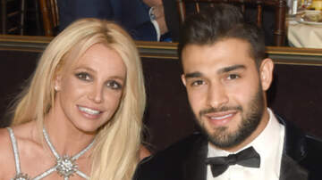 Headlines - Britney Spears' BF Shares PDA-Filled Video While She Receives Treatment