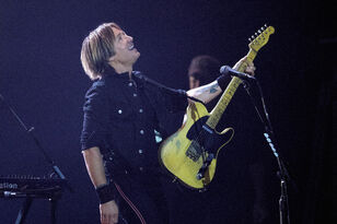 """Keith Urban Hops on the Banjo & Covers Lil Nas X's """"Old Town Road"""""""
