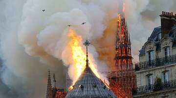 DJ Bee - Breaking: Notre Dame Cathegral Spire collapse during fire #dablock