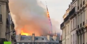 The News Junkie - VIDEO: Spire Falls From Burning Notre Dame Cathedral