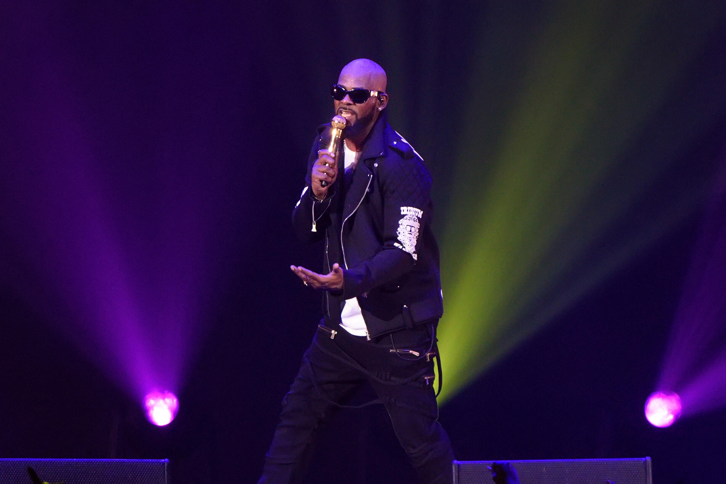 Ouch! R. Kelly's Bank Account is Depleting, Has Less than $13 to His Name