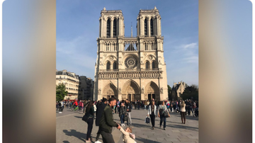 BC - Photo Of Dad And Daughter Taken Before Notre Dame Blaze Goes Viral