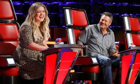 Music News - Kelly Clarkson Trolls Blake Shelton With 'The Voice' Season 15 Trophy