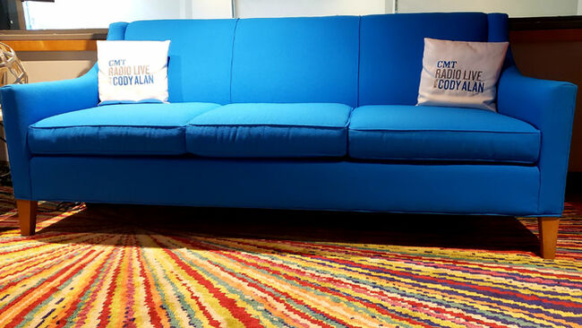 Cody Alan's Blue Couch Trends On Facebook After #MIDWEEKMASHUP Broadcast