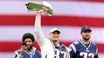 Koch and Kalu - Watch Gronk Dent The Lombardi Trophy Using It As A Bat