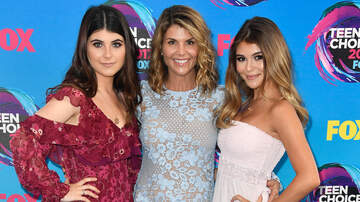 Scottro - Lori Loughlin's Daughters Could Turn On Her In Court