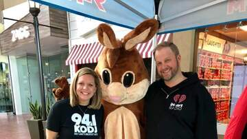 Meredith And AJ In The Morning - Egg-streme Easter Egg Hunt at Valley Fair Mall