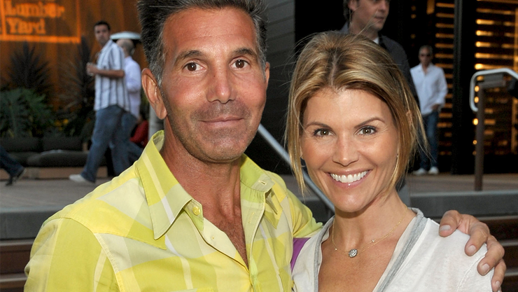 Lori Loughlin 'Constantly' Argues With Husband Over College Admissions Scam
