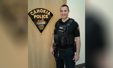 Noticias Nacionales - Illinois Police Officer Drives Man to Job Interview After Pulling Him Over