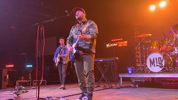 Free Range Bull Series - Mitchell Tenpenny Stage Photos & Video