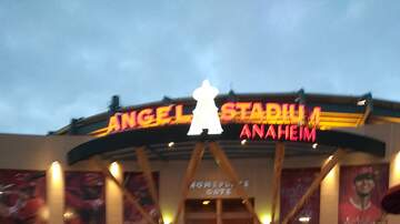 The Danny Bonaduce & Sarah Morning Show - Sarah hits Mariners game in Anaheim!