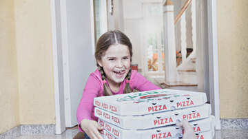 Pat McMahon - Sign in Window Gets Pizzas Delivered to Children's Hospital - Good Stuff