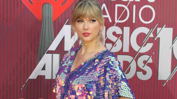 iHeartRadio Music News - Taylor Swift Plays 'Game Of Thrones' Easter Egg Tap Battle With Brother