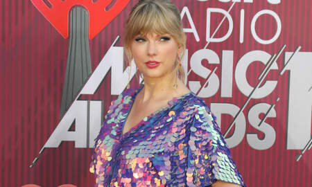 Entertainment News - Taylor Swift Plays 'Game Of Thrones' Easter Egg Tap Battle With Brother