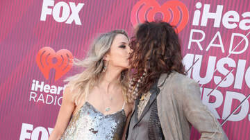 Samantha Layne - Steven Tyler crashes Backstreet Boys concert to give his girlfriend a rose