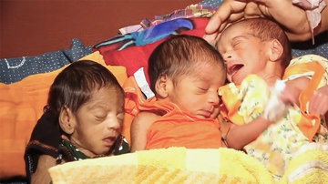 Trending - Woman Gives Birth To Baby Boy, 27 Days Later She Has Twins