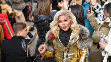 Angie Martinez - Lil' Kim Says that her Record Label is the Reason for Her Album Pushback