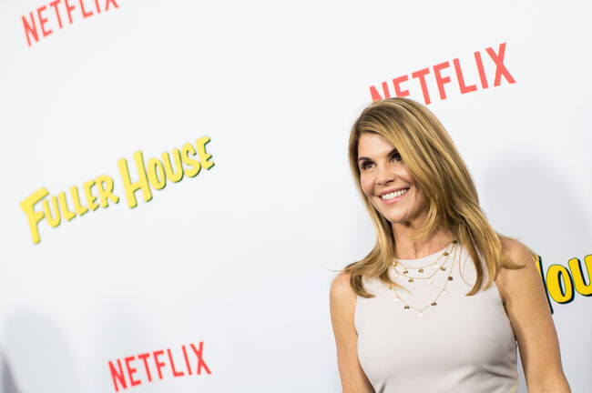 Lori Loughlin's Bribery Scam Defense Will Be That She 'Didn't Know'