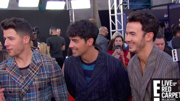 Ryan Seacrest - Joe, Nick Jonas Jokingly Tease Kevin on BBMAs Red Carpet: 'Been a Minute'
