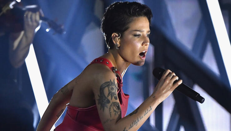 Halsey Blacks Out Instagram & Twitter Accounts — Is New