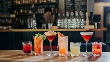 Bobby Bones - Amy's Pile: The Newest Trend In Bars Is No Booze