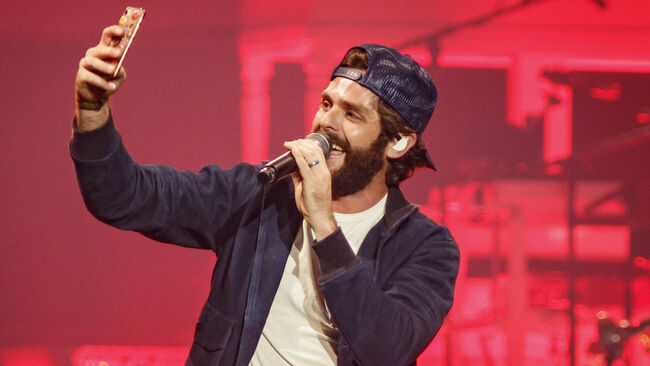Thomas Rhett Does A Gender Reveal For Expecting Parents At Concert Show