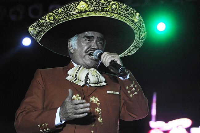 Mexican singer Vicente Fernández perform