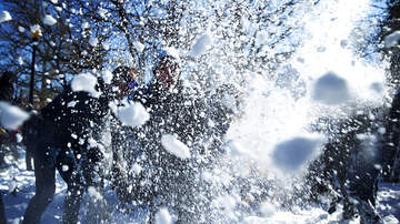 Dr Darrius - Graduation Commencement Ceremony Turns Into A Major Snowball Fight (Video)