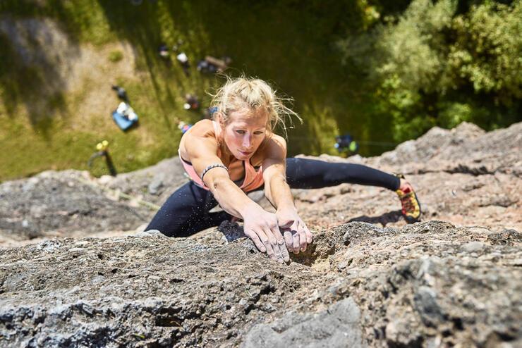Austria, Innsbruck, Hoettingen quarry, woman climbing in rock wall