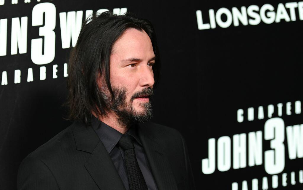 Keanu Reeves sinks hands, feet at Hollywood's Chinese Theatre