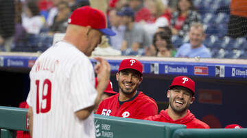 Off The Air: Jammin' Jessie - Bruce Willis throws 1st pitch at Phillies game last night!