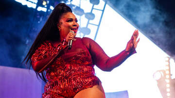 Entertainment - Lizzo Says She Loves 'Normalizing The Dimples' On Her Butt