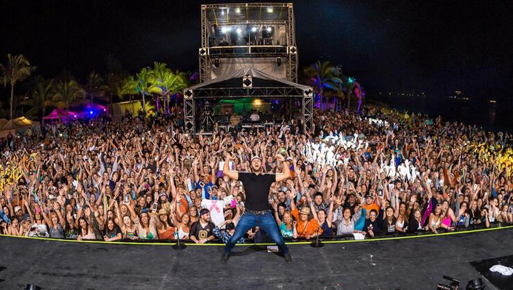 Jason Aldean Tour 2020 Luke Bryan Brings Jason Aldean To Mexico For 'Crash My Playa' 2020