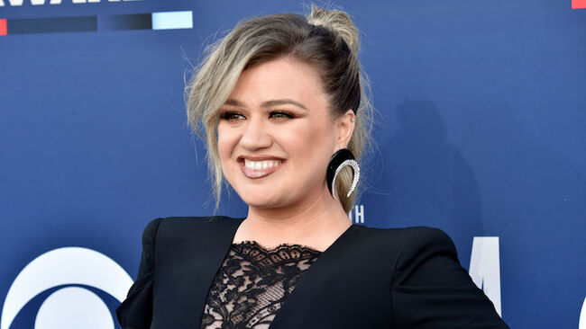 Kelly Clarkson Slams Claim About Taking 'Weird Pills' To Lose Weight
