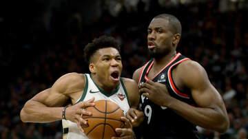 Bucks - Bucks rout Raptors in Game 2