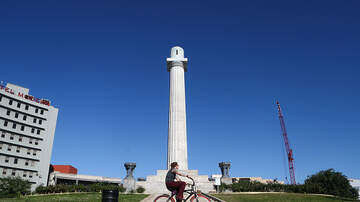 The Pursuit of Happiness - Two Years Later: Lee Circle In New Orleans Still Empty