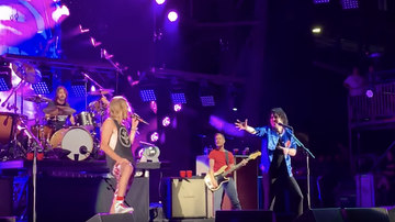 Trending - Foo Fighters Cover 'Under Pressure' With The Struts' Luke Spiller: Watch
