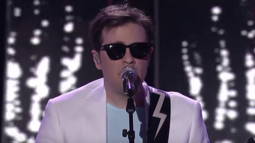 Trending - Weezer Perform During 'American Idol' Finale: Watch