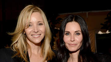Headlines - Lisa Kudrow Revealed Being On 'Friends' Negatively Affected Her Body Image