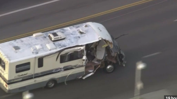Qui West - Woman In A Stolen RV Leads Cops On Wild Chase In LA!