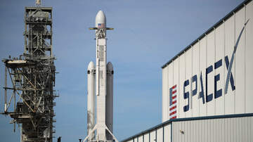 Florida News - SpaceX Rocket Carrying Holiday Cheer