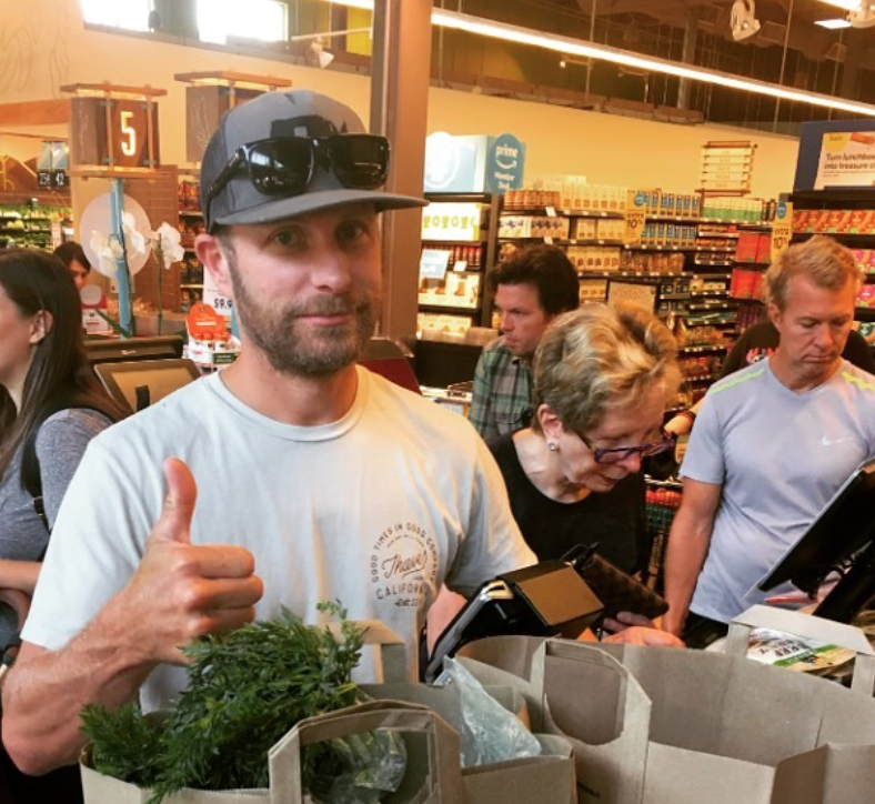 Lunchbox Bails Out Dierks Bentley After He Forgets Money At Grocery Store