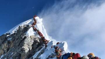 National News - Hundreds of Climbers Create 'Traffic Jam' in Mount Everest's 'Death Zone'