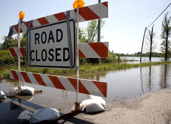 Flood closing highway