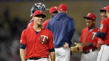 Twins - MIN 11, CWS 4: Twins Make Home Run History
