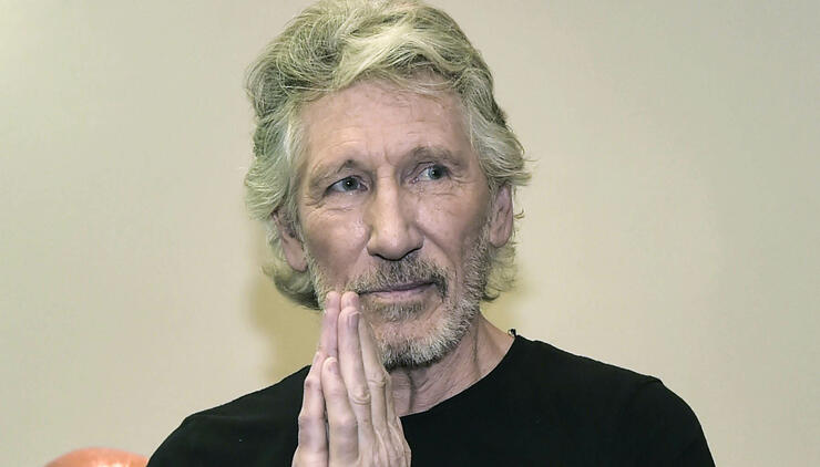 Pink Floyd Legend Roger Waters Spotted Riding NYC Subway | iHeartRadio