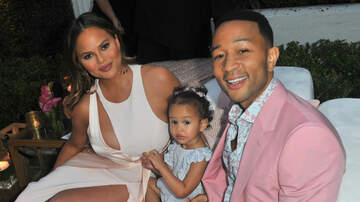 Sisanie - Chrissy Teigen Shared The Cutest Videos Negotiating Candy With Luna