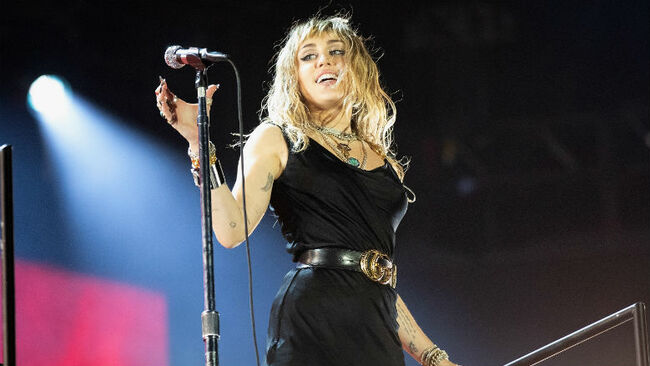 Miley Cyrus Apologizes For 'Insensitive' Comments About Hip-Hop